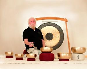 16-09-19 Peter Hess bei der Klangmassage
