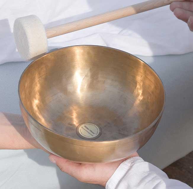 Ausstattung Klangmassage Klangschale mit Schlegel weich