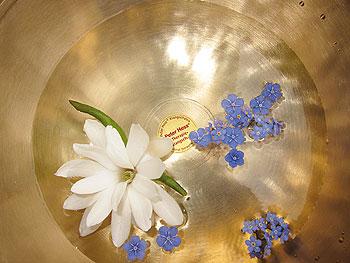 Sound massage palliative care singing bowl flowers