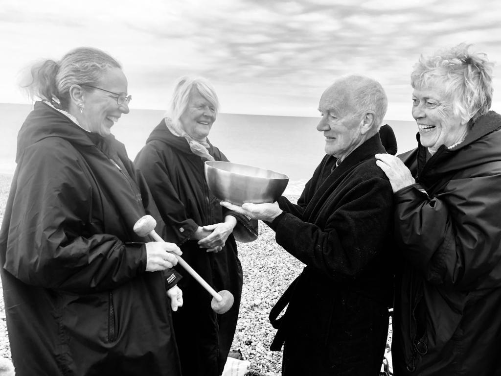 Klangmassage England Strand Gruppe