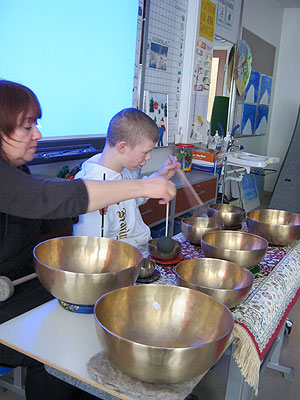 Singing bowls in Finland school