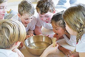 Klangschalen für Kinder Wasserspringbrunnen