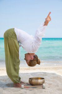 Yoga Klangschalen Übung stehend